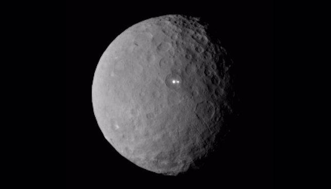 Dos puntos brillan en el planeta enano Ceres