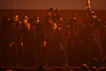 VIDEO: Kanye West estrena All Day en los Brit Awards