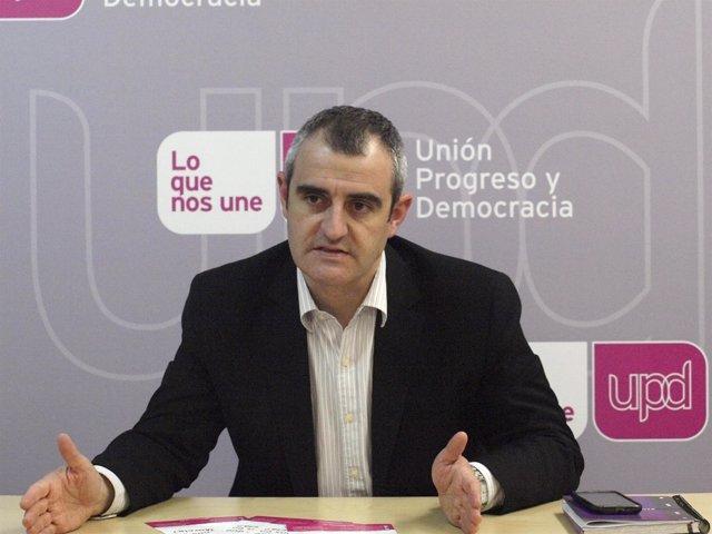 César Nebot, candidato de la formación magenta a la Asamblea Regional