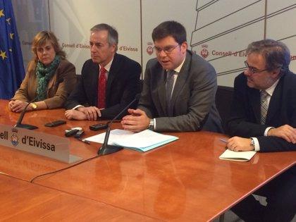 Sansaloni anuncia la adjudicación del servicio público de oncología radioterápica para Menorca y las Pitiusas