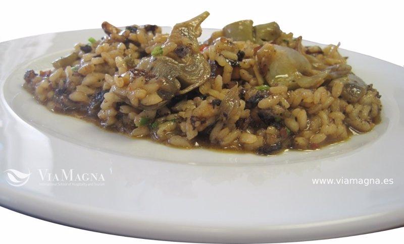 Receta de arroz bahía con sepia, alcachofas y morcilla