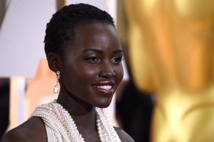 Roban el vestido de perlas que lució Lupita Nyong'o en los Oscar