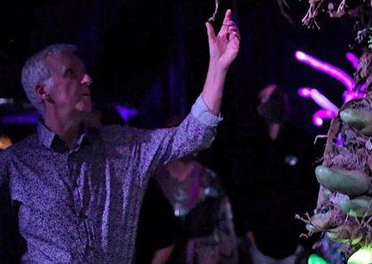VÍDEO: James Cameron visita el bosque fluorescente de Avatar