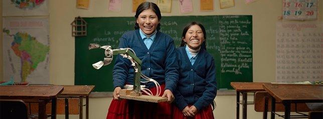 Dos Niñas Campesinas Se Han Alzado Con El Primer Premio De Robótica Al Construi
