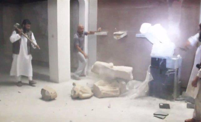 Milicianos de Estado Islámico han destruido en Mosu una colección de estatuas
