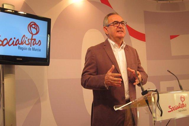 El socialista Rafael González Tovar en rueda de prensa