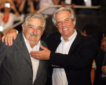 Miles de uruguayos despiden a José Mujica en su último acto protocolario como presidente