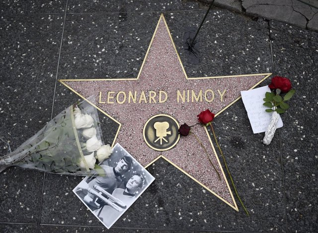 Flowers, a note and a picture adorn the Hollywood Walk of Fame star of actor Leo