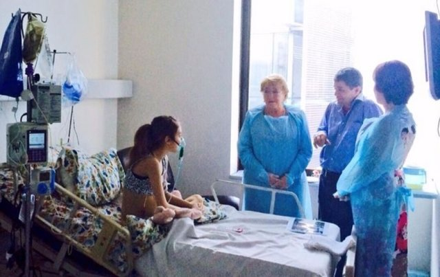 Michelle Bachelet visita a Valentina Maureira