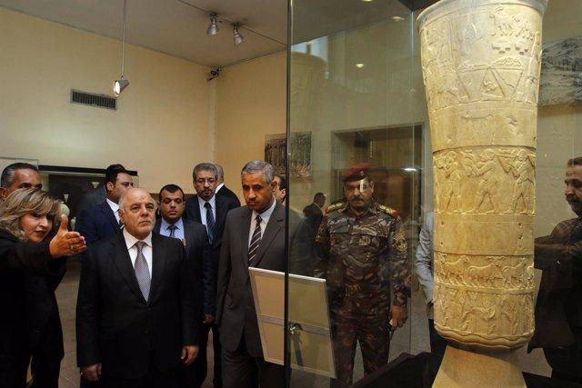 Al Abadi en la inauguración del museo de Bagdad