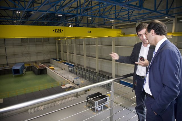 Diego en una visita al tanque del IH Cantabria