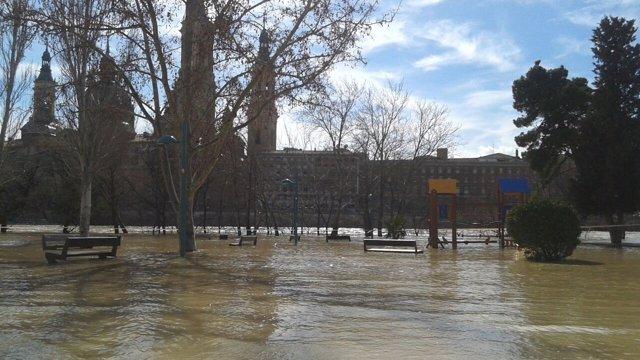 Crecida del Ebro en la capital aragonesa.