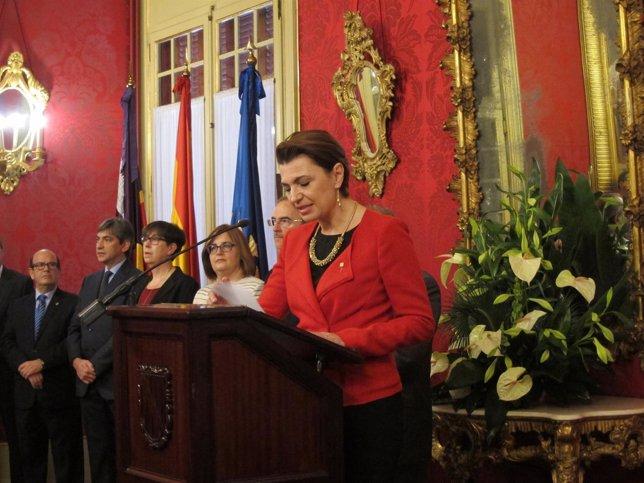 Margalida Durán durante su discurso en el Parlament en el Día de les Illes