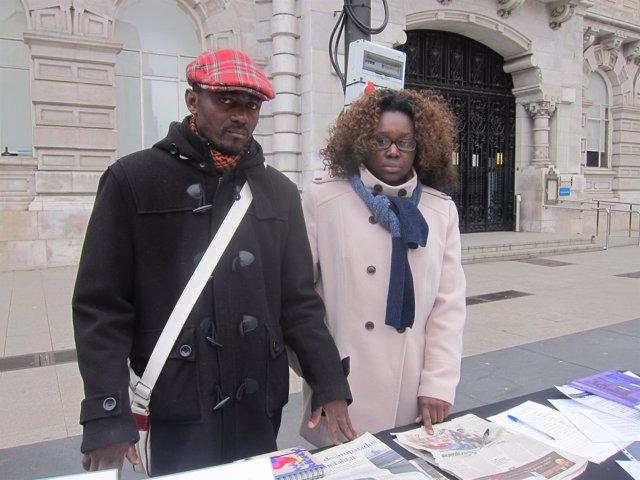 La pareja de Camerún que reclama a su hijo