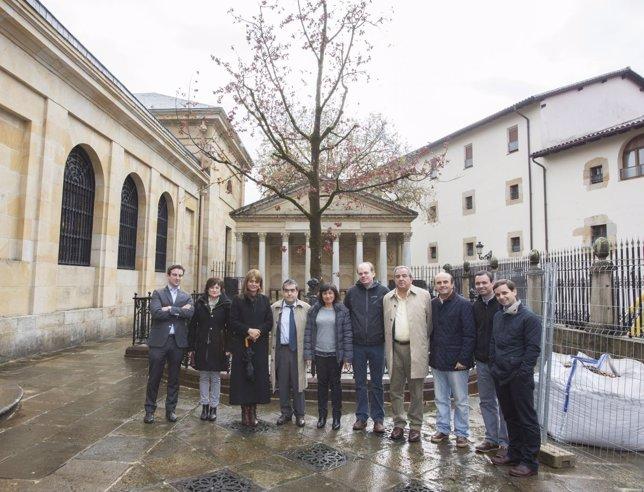 Delegación de Chile visita Casa de Juntas de Gernika.