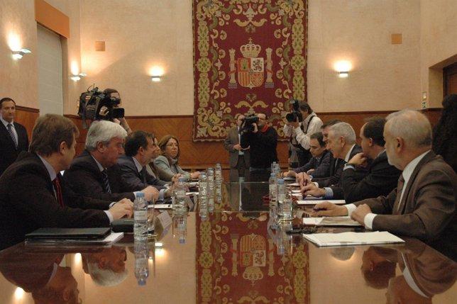 Esparza acude a la reunión con el secretario de Estado de Medio Ambiente.