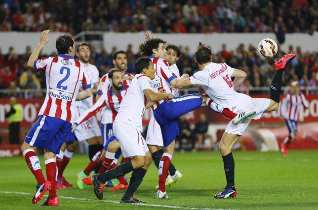 Sevilla y Atleti se alejan de sus objetivos
