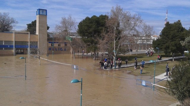La crecida del Ebro llega a Zaragoza.