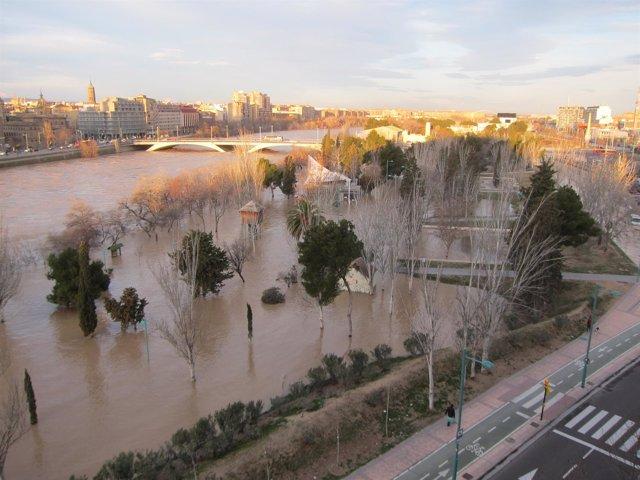 La crecida del Ebro en la capital aragonesa.