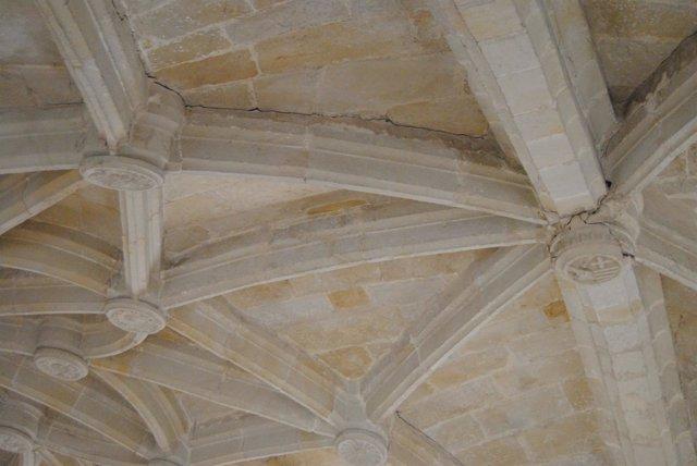 Bóveda dañada en la iglesia de Cretas