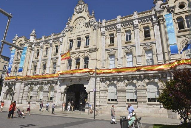 El Ayuntamiento con la bandera de España