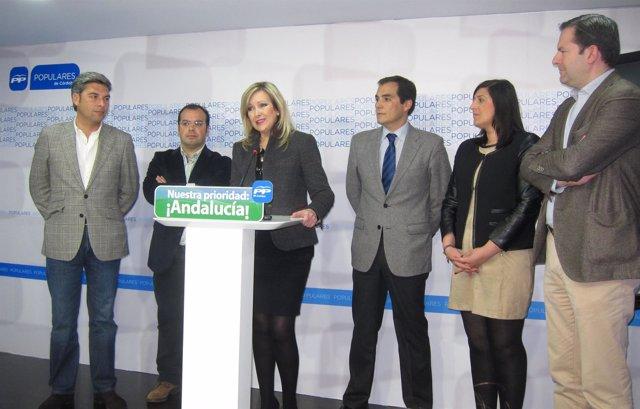 Elena Alba con José Antonio Nieto y miembros del PP y PA