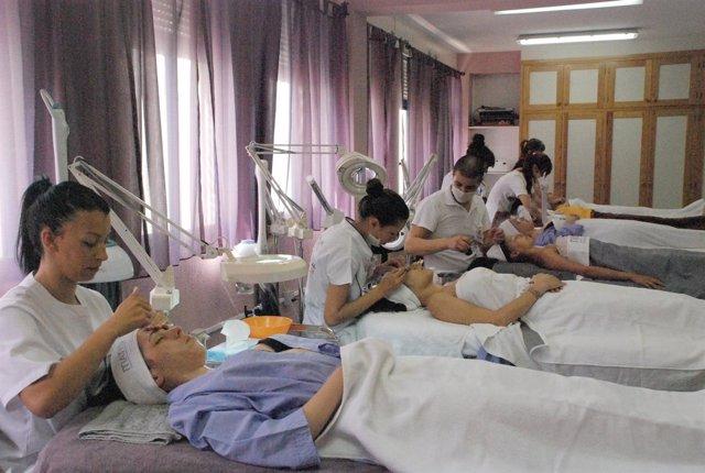 Las mujeres canarias tardan 19,2 meses en encontrar trabajo