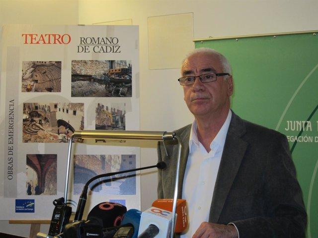 Alonso en su visita al Centro de Interpretación del Teatro Romano de Cádiz