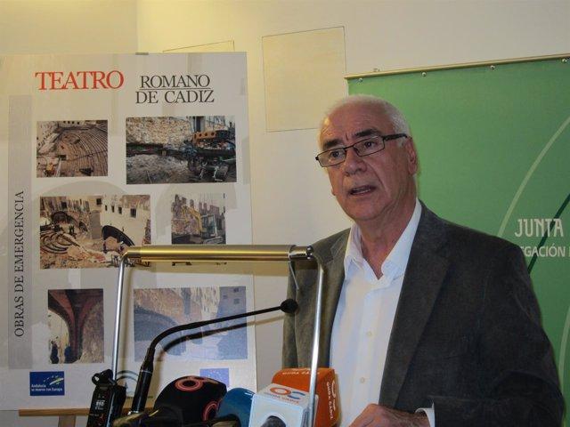 Alonso durante su visita al Centro de Interpretación del Teatro Romano de Cádiz