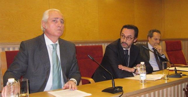 José Luis Concepción, Enrique Sanz y Manuel Martín Granizo en la conferencia