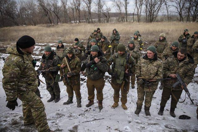 Ukrainian servicemen who fought in Debaltseve are seen near Artemivsk