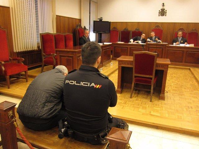 Juicio al acusado de asesinar a su mujer en Alcolea