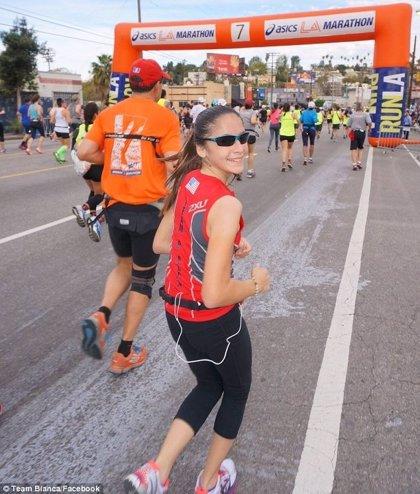Blanca Ramírez, maratonista de 12 años, bate récord al correr 7 maratones en 5 continentes