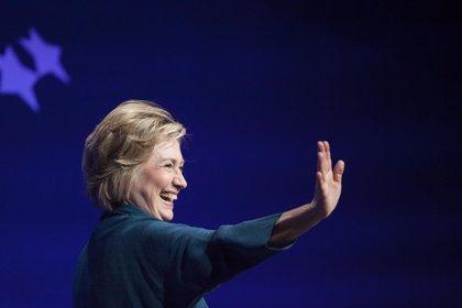 """El Gobierno de EEUU tardará """"varios meses"""" en revisar el correo de Clinton"""