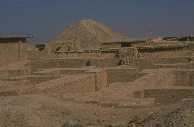 Ruinas de un zigurat perteneciente a la cultura asiria, cerca de Nimrud