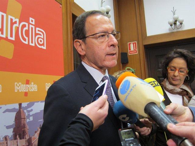 El alcalde de Murcia, Miguel Ángel Cámara, atiende a los medios