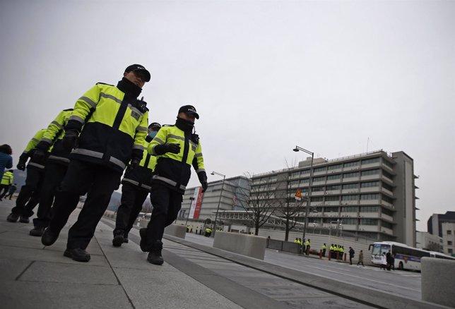 Policía patrulla embajada de EEUU en Corea del Sur