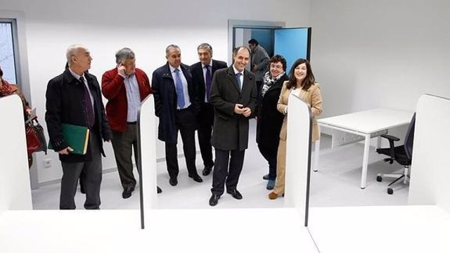 Visita de las autoridades al nuevo centro de salud Bezana