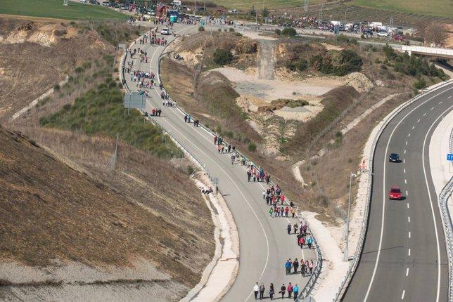 Peregrinos camino del Castillo de Javier