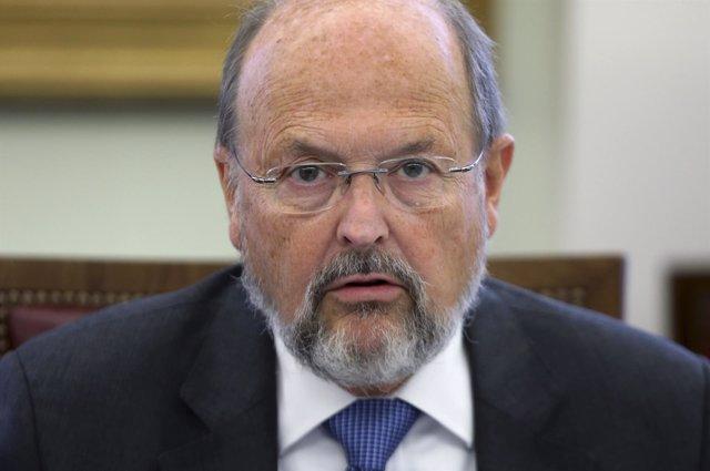 Luc Coene, miembro del BCE y gobernador del Banco Central belga