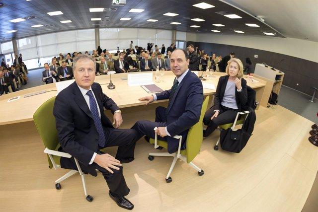 Arasti y Diego con empresarios
