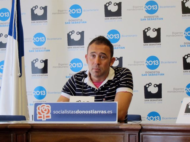El Concejal Del PSE Denis Itxaso