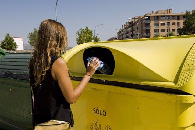 Reciclaje de plástico, en imagen de archivo.