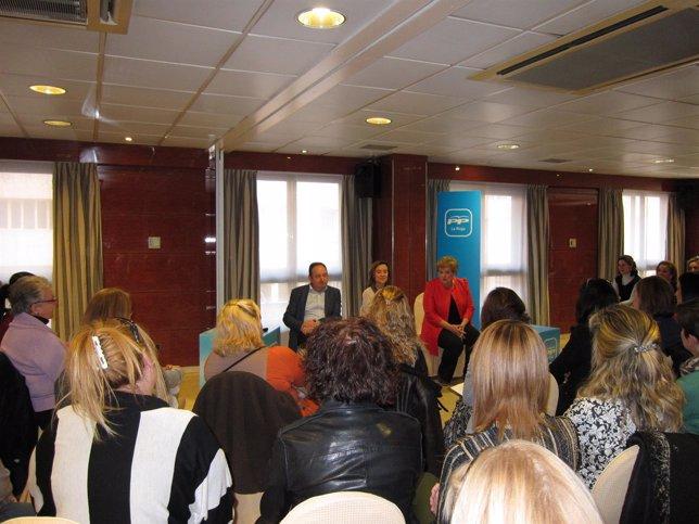 Encuentro de Sanz y Gamarra con mujeres trabajadoras