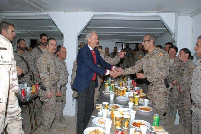 Morenés visita el contingente español en Irak
