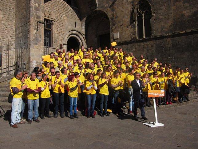 Alfred Bosch presenta su grupo de voluntarios