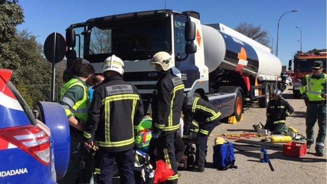 Intervención de Bomberos y SUMMA en el accidente