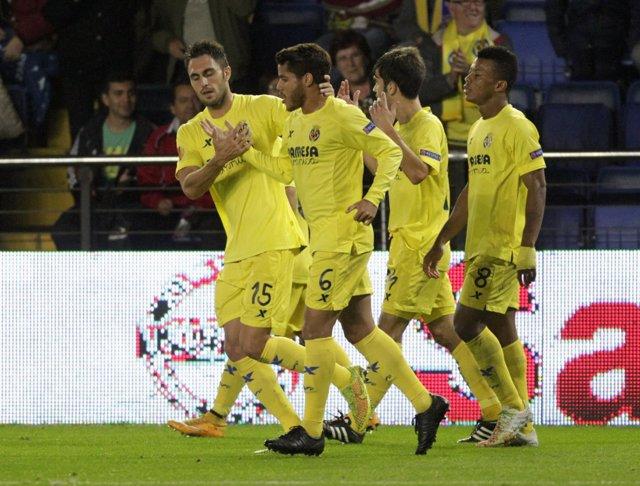 Jugadores del Villareal celebrando uno de los goles.