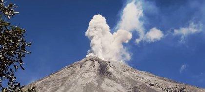 El volcán de Colima emite otra exhalación de 4.000 metros de altura