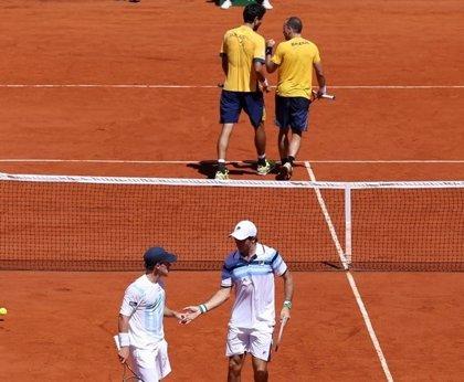 Argentina pierde en dobles y se complica su continuidad en la Copa Davis
